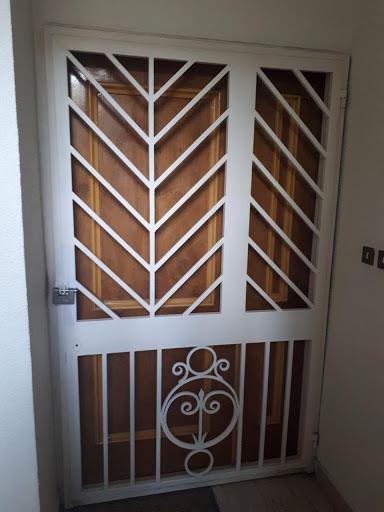 محافظ درب ورودی